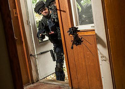 Plymouth_SWAT_baricaded_4