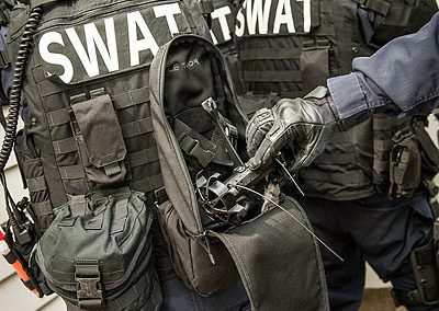 Plymouth_SWAT_baricaded_5